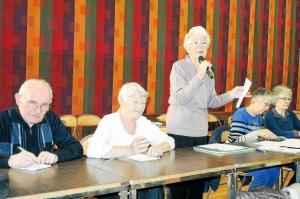 micheline-boscher-debout-presidente-du-club-des-retraites_2625806_611x405p
