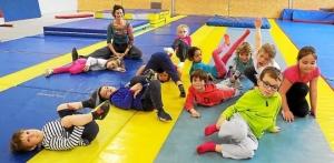 onze-enfants-ages-de-5-a-7-ans-participent-au-stage-de_2592585_660x323p