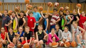une-vingtaine-de-jeunes-basketteurs-en-stage